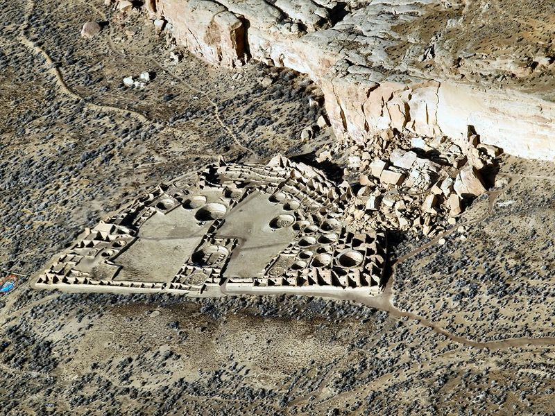 Capricorn and Capricorn – Pueblo Bonito in New Mexico