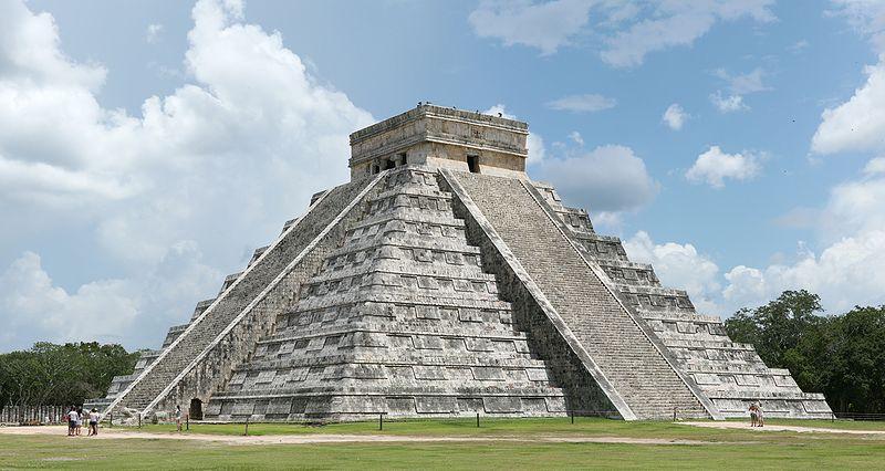 Virgo and Aquarius - Pyramid of Kukulcán in Chichén Itzá photo: Daniel Schwen license: GNU/FDL