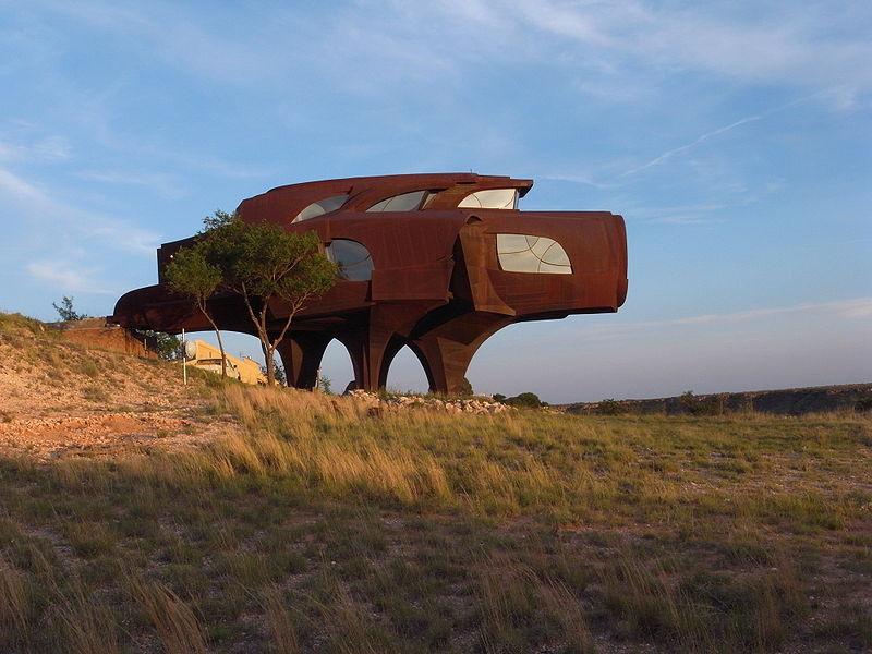 Krebs und Jungfrau – Ein Schneckenhaus aus Stahl