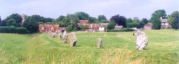 photo:Wikityke license:ccbysa2.5 Avebury henge and village