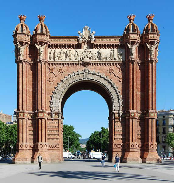 Arc de Triomf, Barcelona in the position of a checkposts or guardian on the first degrees of Capricorn photo: Felix König, GNU/FDL