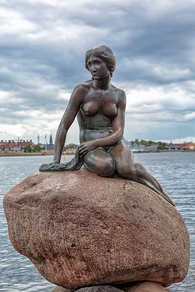 phot:o:Avda-berlin license: ccbysa1.2 The Little Mermaid at the Port of Copenhagen