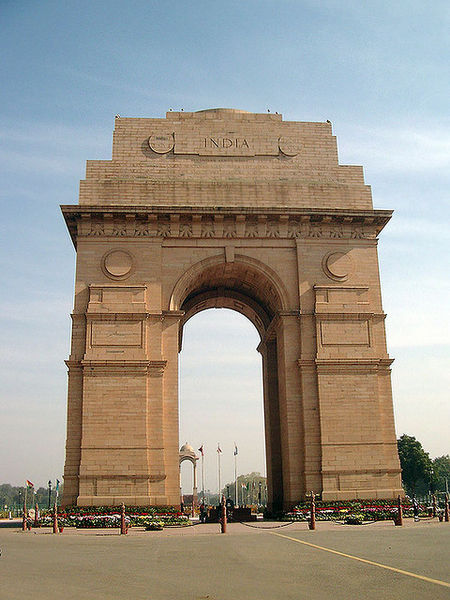 India Gate in  Sagittarius and Cancer  author: Tony Young, license: ccbysa2.0