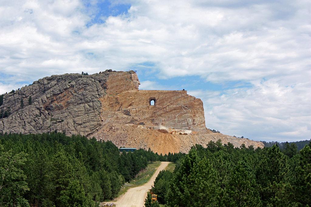 Crazy Horse Memorial in Scorpio the sign of sculpting photo: Tbennert ccbysa3.0