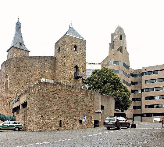 Astrologie und Architektur: Das Schießschartenungeheuer von Bensberg