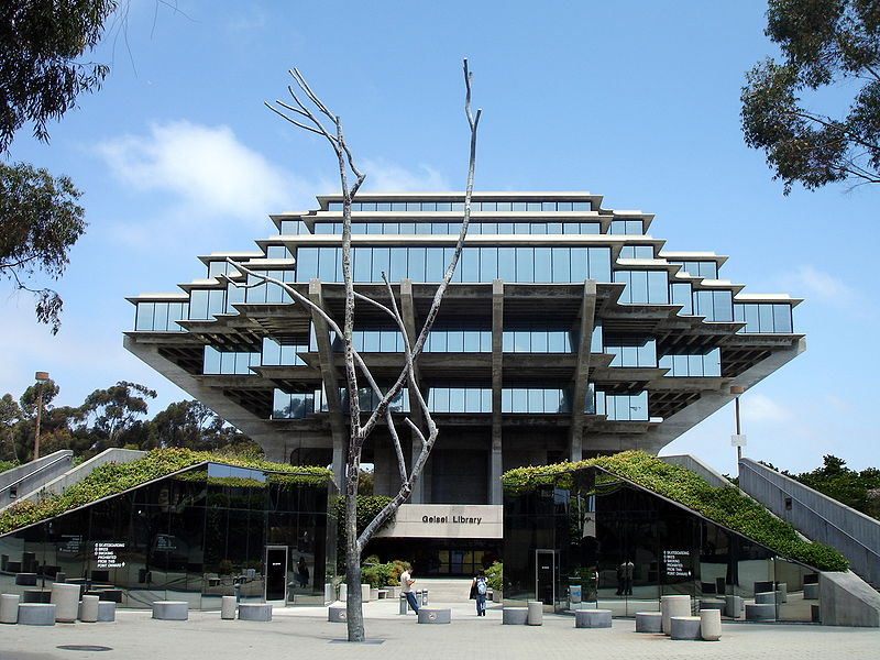 Geisel Library UCDS, San Diego located in Cancer with Leo photo: Flickr, ccbysa2.0