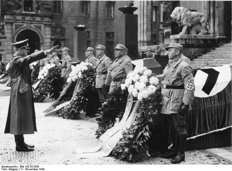 Hitler´s yearly celebration of the Hitler Putsch on 9 Nov 1923 at Feldherrenhalle exactly on the position of the Sun in his birth chart photo: Bundesarchiv, Bild 183-E12359 / CC-BY-SA