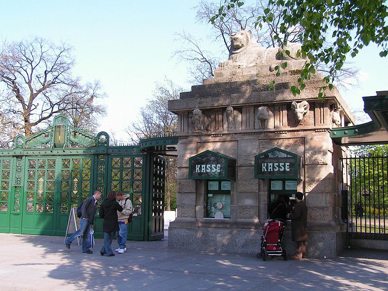Lion Gate at the Berlin Zoo - agood example showing that the occurence of a symbol of a sign is not necessarily a hint at the astrogeographic position in that sign. photo: Dieter Brügmann (Bruhaha), GNU/FDL