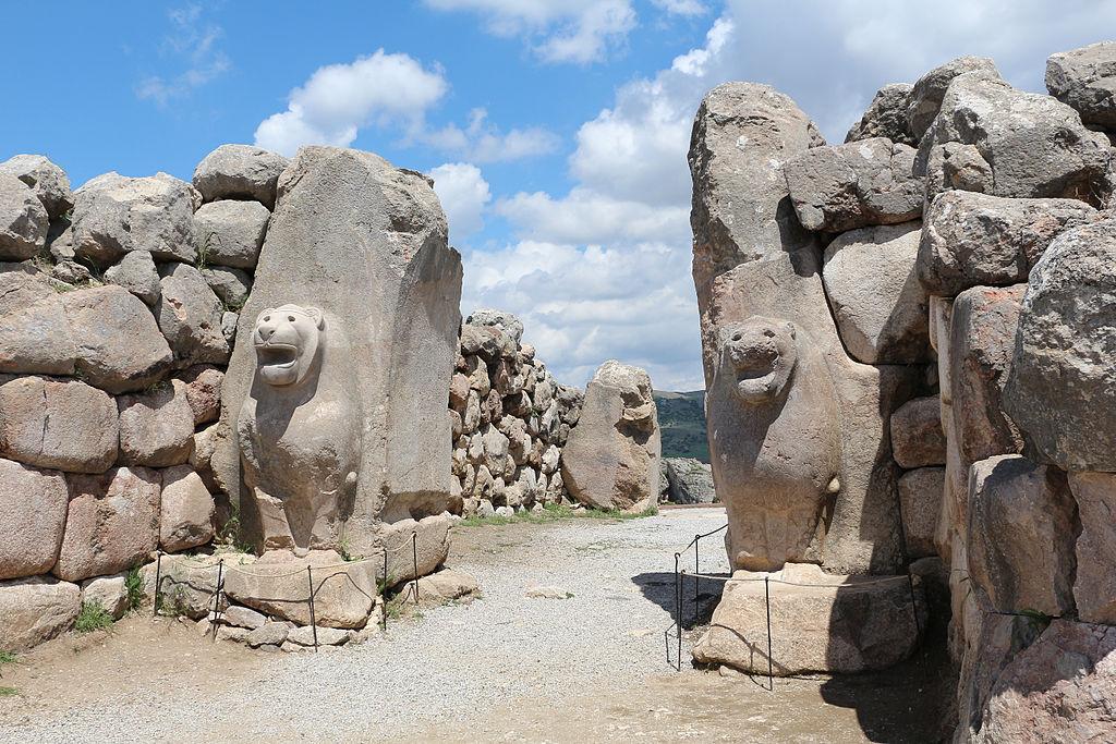 Lion Gate at Hattusa located in Libra with aquarius   photo: Bernard Gagnon, GNU/FDL