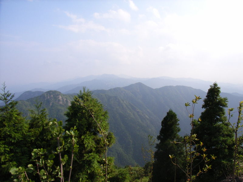 Hang Shan mountain has both coordinates in Pisces photo: TheNeon, GNU/FDL