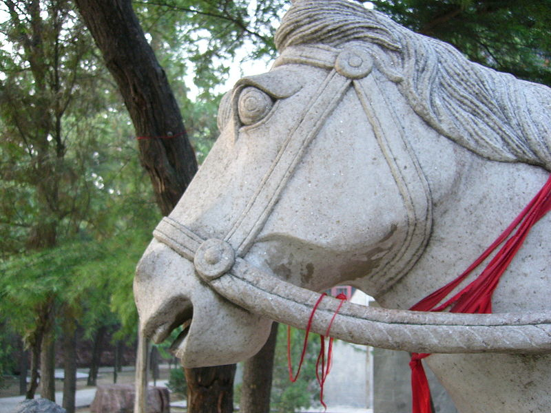 White Horse statue at the entrance of the White Horse Temple in Luoyang inPhoto: Joshua W ccbysa2.0