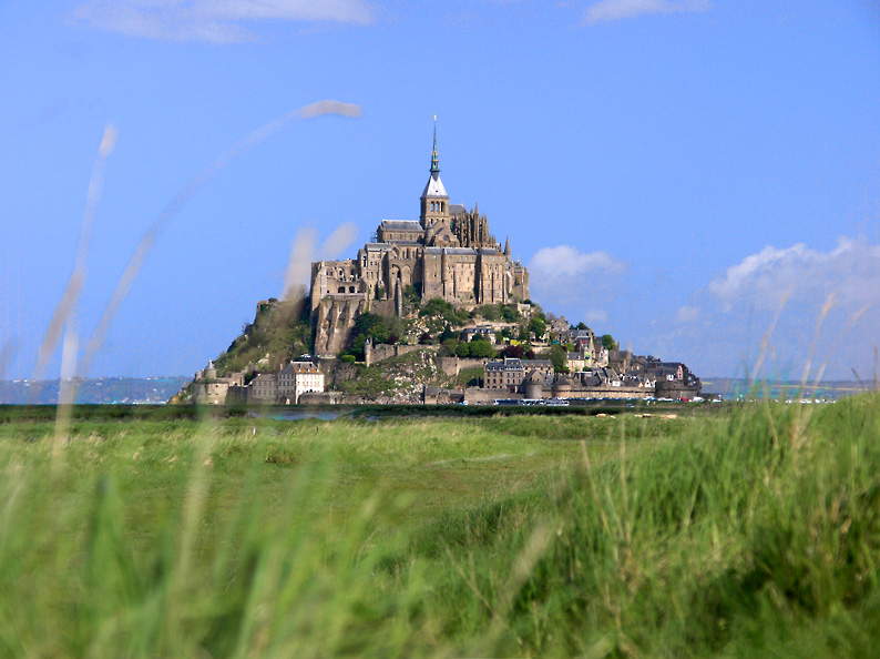 Mont Saint Michel located in Sagittarius with Taurus photo:Eric Pouhier, ccbysa2.5