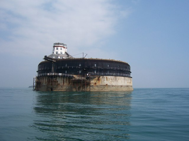 No Man`s Fort, Converted Sea Fortress in England is now a Boutique Hotel located in Pisces with Capricorn photo: Colin Babb, ccbysa2.0