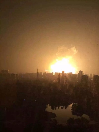 Tinajin explosions on 12 August 2015 photo: Eristic-霖璟, ccbysa3.0