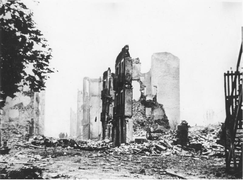 Ruins of Guernica in 1937   photo:  Bundesarchiv, Bild 183-H25224 / Unknown / CC-BY-SA 3.0