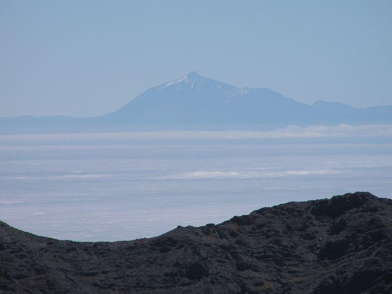 Der Teide von der Insel La Palma (ca .110 kim Entfernung) aus gesehen ragt über 7000m vom Meeresboden auf. photo: KlausF, GNU/FDL