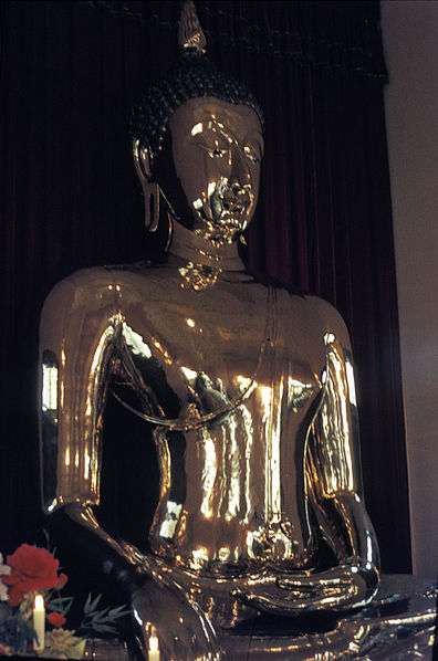 Golden Buddha of Wat Traimit, Bangkok is located in Leo with Scorpio photo: H. Grobe, ccbysa3.0