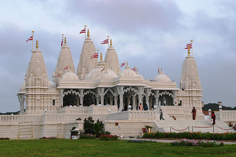 Swamianarayana temple, Houston photo: Swaminarayan Aksharpith, ccbysa4.0
