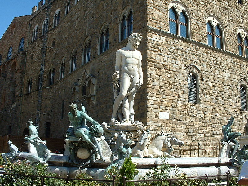 Die Funktion von Neptun Skulpturen auf kardinalen Achsen