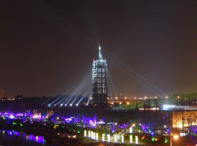 This image has an empty alt attribute; its file name is 800px-Porcelain_Tower_of_Nanjing_-_Night_View.jpg