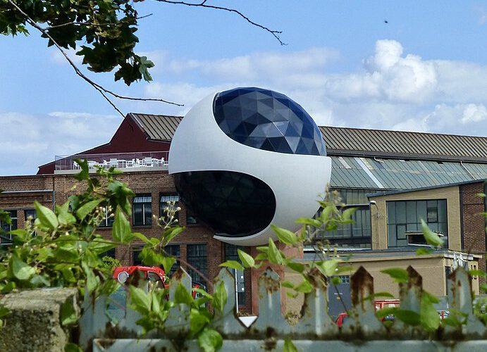 Astrologie und Architektur: Die Niemeyerkugel in Leipzig